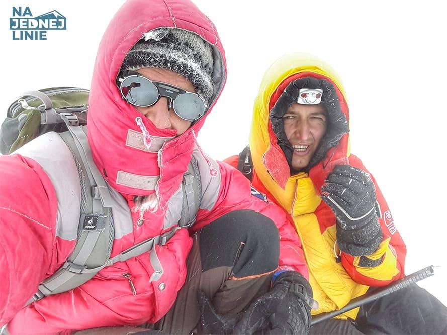 Razem z Marcinem stoimy na szczycie Kazbek 5033m n.p.m