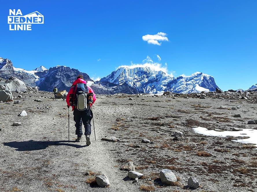 Przełęcz Amphu Lapcha i piękne formacje lodowe. Droga na skróty z Mera Peak do Island Peak