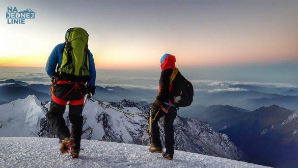 Wschód słońca na szczycie Mera Peak 6476 m n.p.m.
