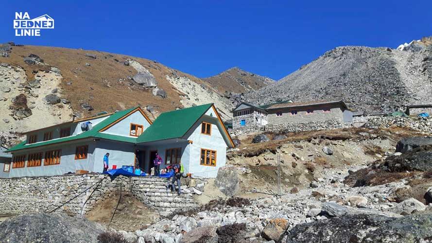 Khare wejście do miasteczka ok. 4800m. Ostatni bastion, gdzie można zjeść Dal bhat przed wyjściem na Mera Peak
