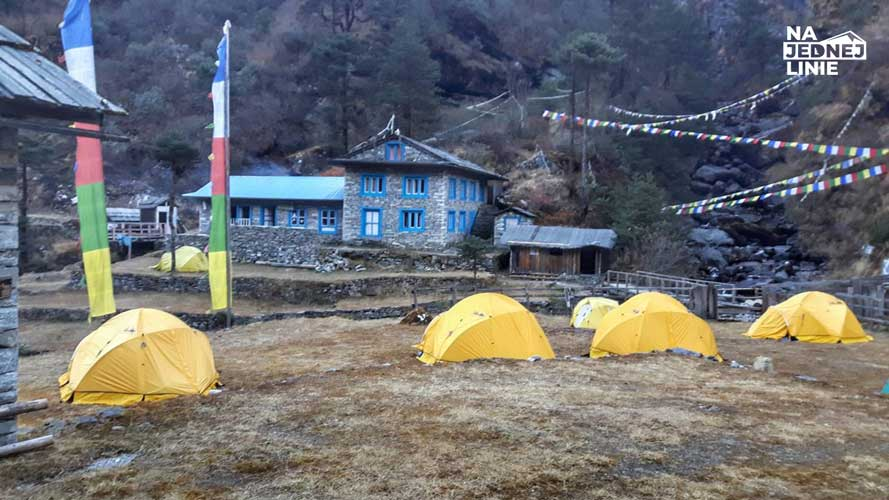 Namioty wyprawowe ekipy Szwajcarskiej w Tangnang