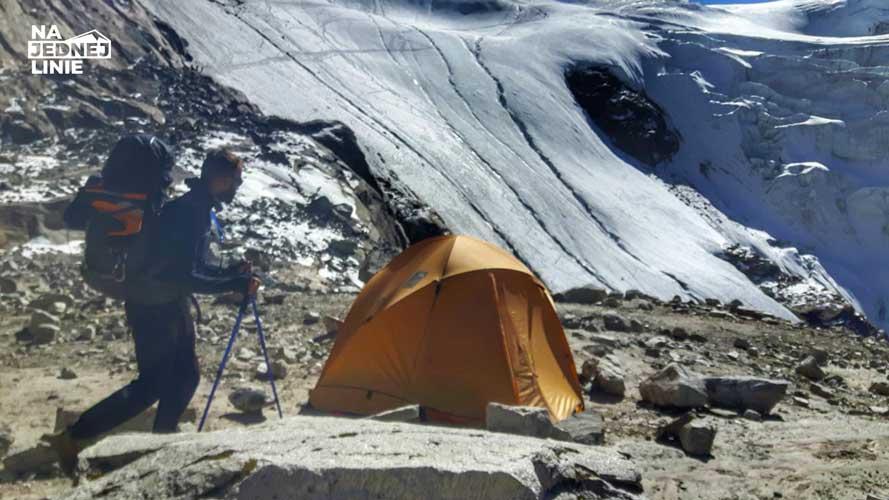 Opuszczony Base Camp w drodze na Mera Peak.