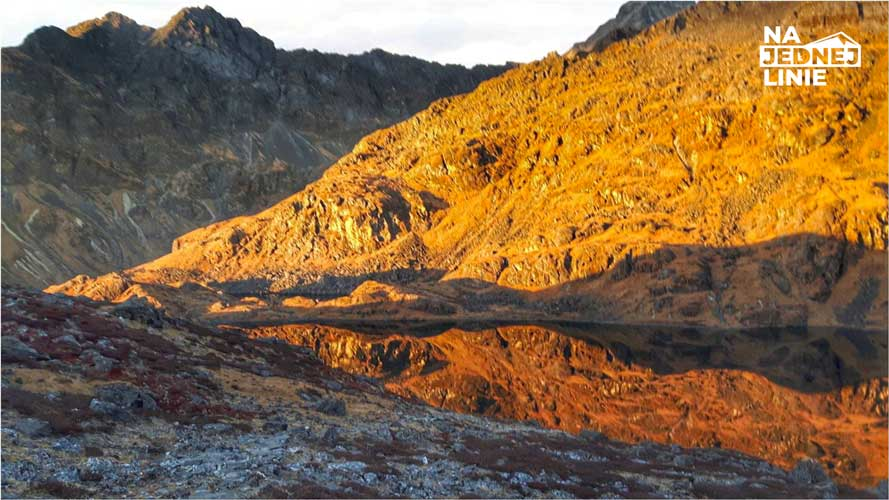 jeziora Panch Pokhari i zachód słońca