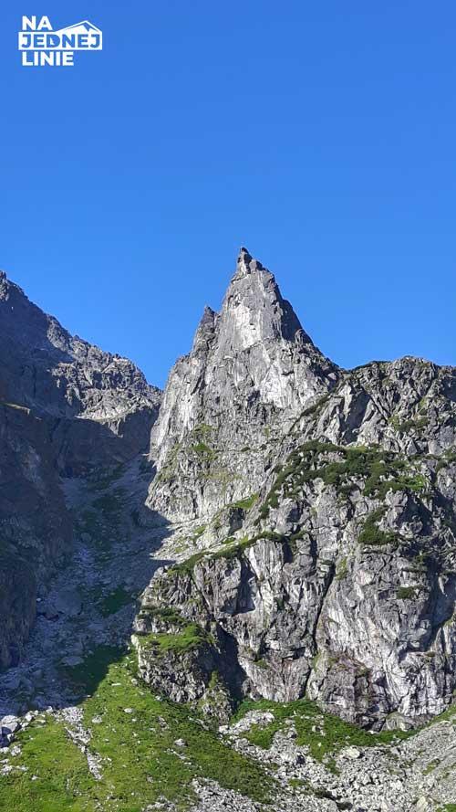 Mnich w Tatrach z oddali (Morskiego Oka)
