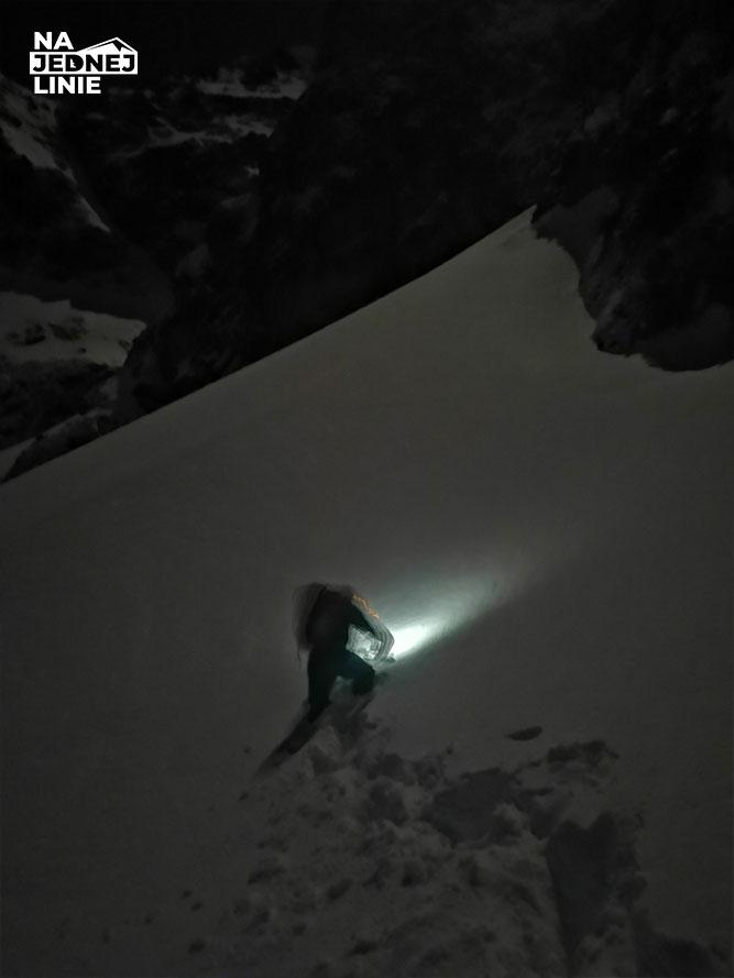 Podejście pod lodospad Kuluar Kurtyki nad Morskim Okiem. Ostatnie metry