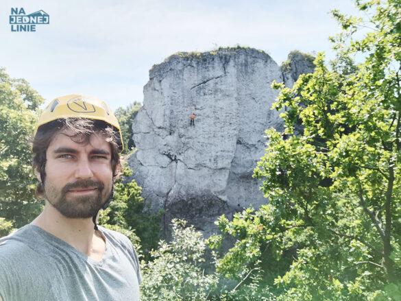 Stoję na szczycie Kursowej, a za mną widoczna Zegarowa z pięknymi, lecz trudnymi drogami. Ufam, że kiedyś wybije dla mnie odpowiednia godzina na Zegar…ową