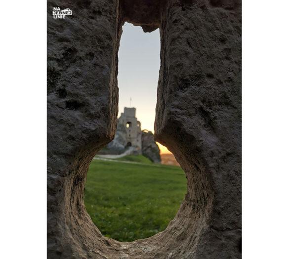 Zamek w Ogrodzieńcu przy zachodzie słońca