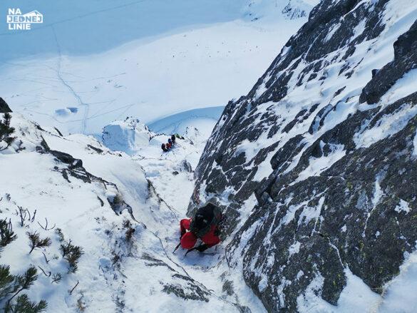 Zacięcie na drodze Klisia w Tatrach zimą