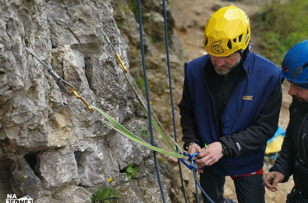 Wspinaczka – pierwsze kroki. Od ścianki wspinaczkowej do tradu w górach